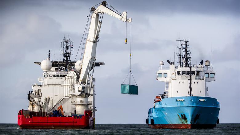 Berging van een container op de Noordzee. Foto: ANP