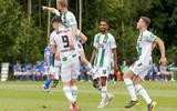 Behaarde armen ontmaskeren Michael de Leeuw tijdens oefentrip van FC Groningen in België