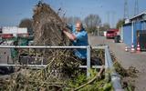 Rondkijken bij een afvalbrengstation in Groningen: uren in de file en een stortvloed aan oude zooi