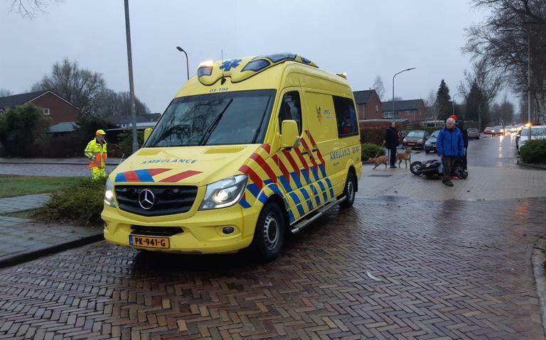 Scooterrijder raakt gewond bij ongeluk op Violenstraat in Assen.