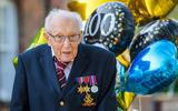 Heroïsche oorlogsveteraan Tom Moore op honderdste verjaardag: bevorderd tot kolonel en 175.000 kaarten