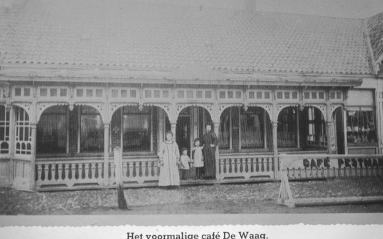 Het voormalige café De Waag in het begin van de vorige eeuw.