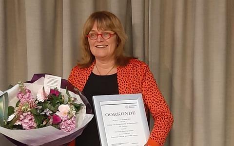 Goud voor Brons, erepenning Emmen voor voormalig directeur bibliotheek
