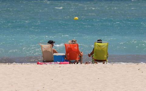 Plots kleuren delen van Spanje rood vanwege corona, 'maar het is hier absoluut niet onveilig om vakantie te vieren'