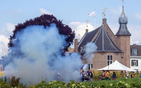 Met bulderende kanonnen kan Coevorden zijn bevrijding herdenken. Helaas strooien de coronamaatregelen alweer roet in het eten