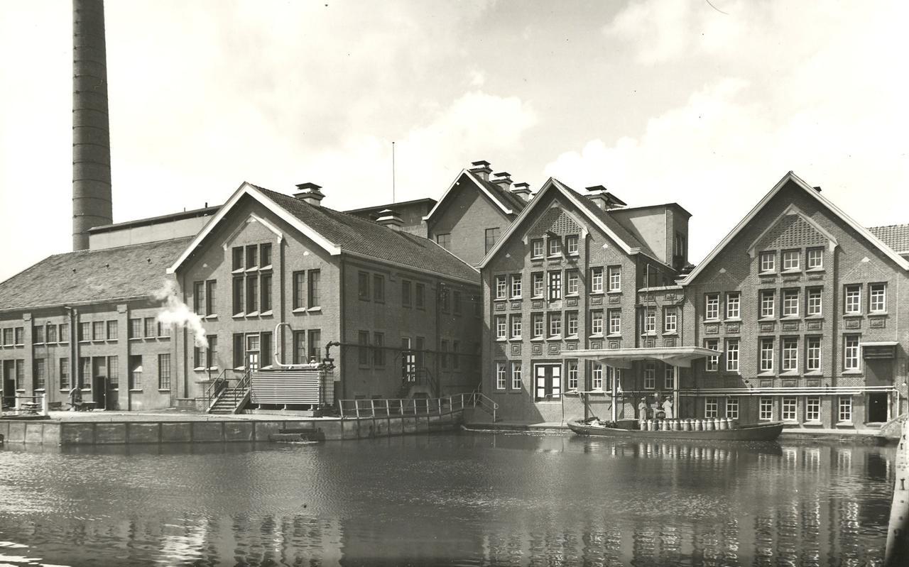 Met de boot werd de melk vroeger aangeleverd bij de zuivelfabriek in Bedum.
