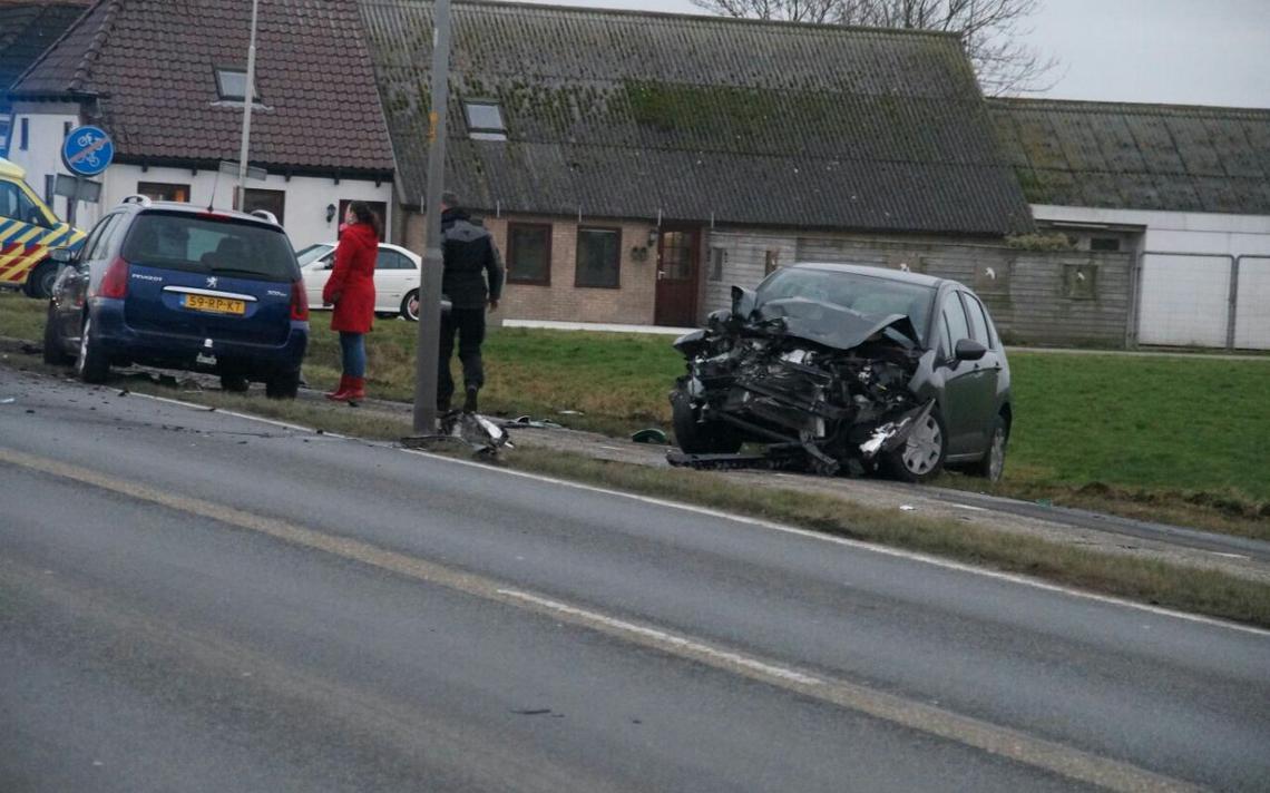 Automobilist gewond bij botsing met vrachtwagen Nieuwklap - Dagblad van het Noorden