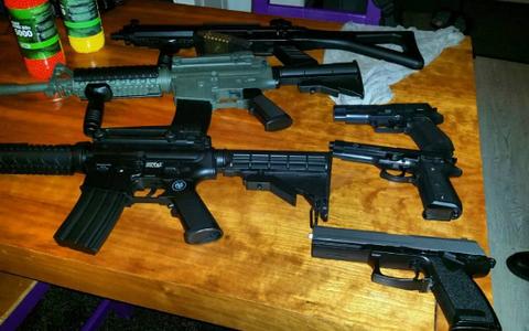 Politiehelikopter en arrestatieteam naar Eext: vuurwapens blijken nep