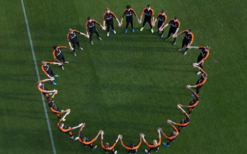 Het kabinet trekt 14 miljoen euro uit voor bestrijding racisme in het voetbal en komt met twintig maatregelen