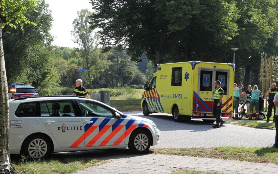Ravage op kruising in Oss na botsing, één bestuurder naar ziekenhuis.