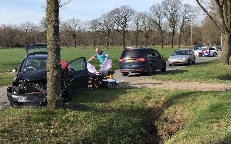 Automobiliste raakt gewond na ongeval op Hoogeveenseweg.