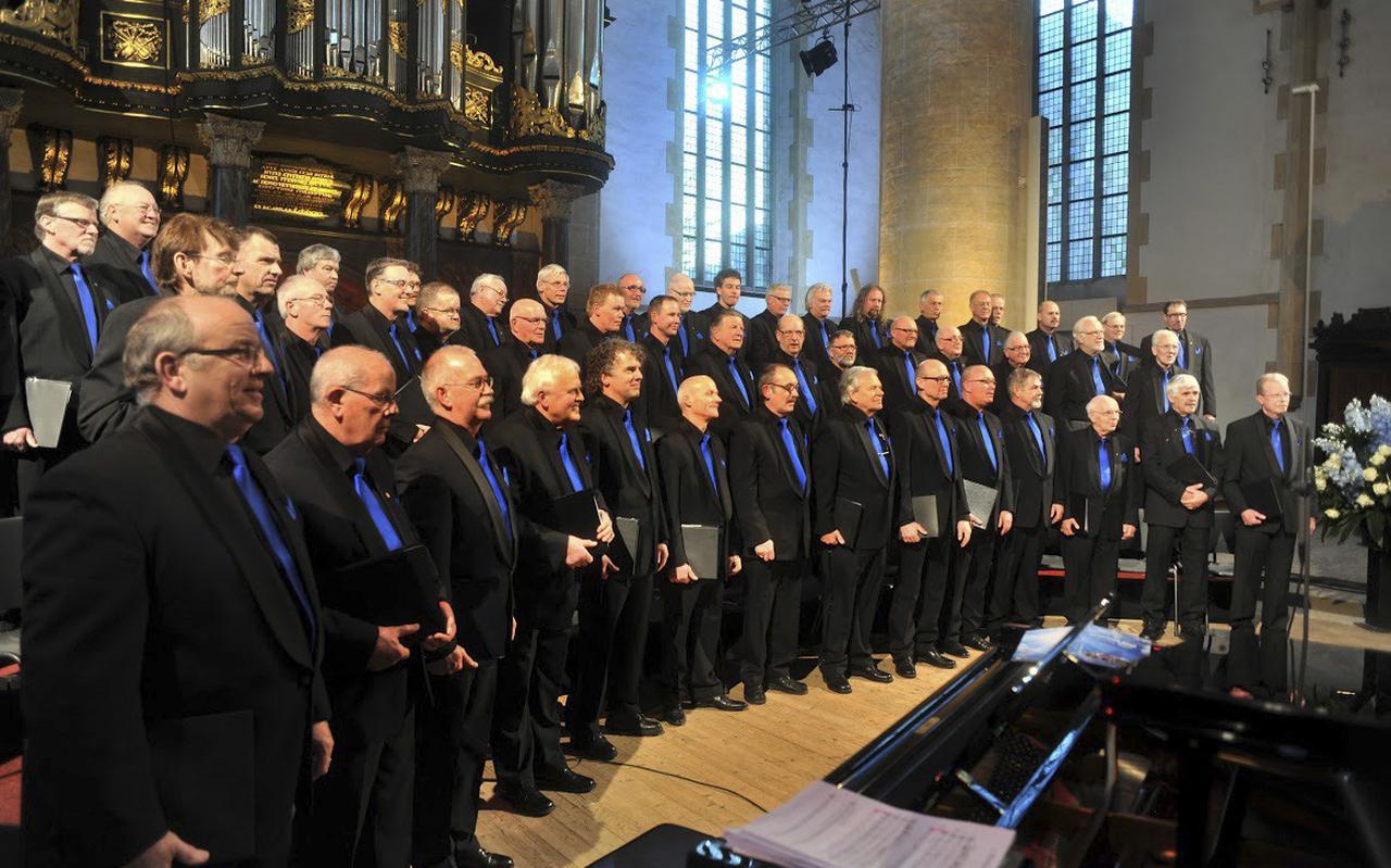 Albatros tijdens een van de vele concerten. Der derde persoon vanaf links op de onderste rij is voorzitter Percy Kulk.