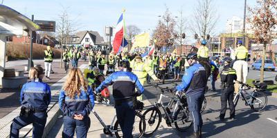 Politie en handhaving houden de 'gele hesjes' tegen. Foto De Vries Media