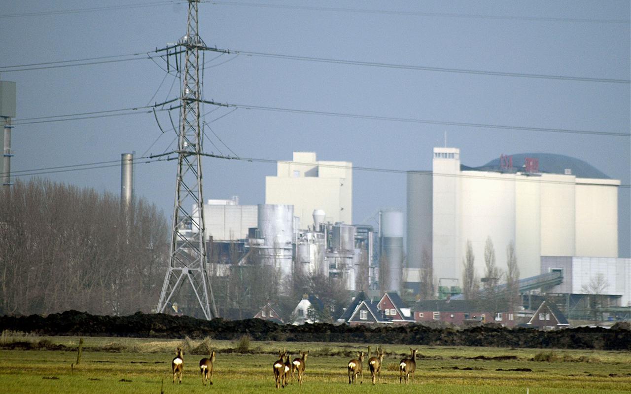 Hoe blijven natuur, oprukkende industrie en woningbouw in balans in het gebied Matsloot-Westpoort ten westen van de stad Groningen? Vijf regionale overheden aan beide kanten van de provinciegrens maken samen een gebiedsvisie.