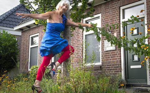 Christine Voskuil uit Valthe in tango-kostuum.