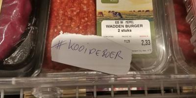 Een briefje op een vleespakket in de supermarkt.