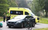 Bij Vries kwamen een personenauto en fietser met elkaar in botsing.
