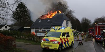 Bij de brand raakte een iemand gewond.