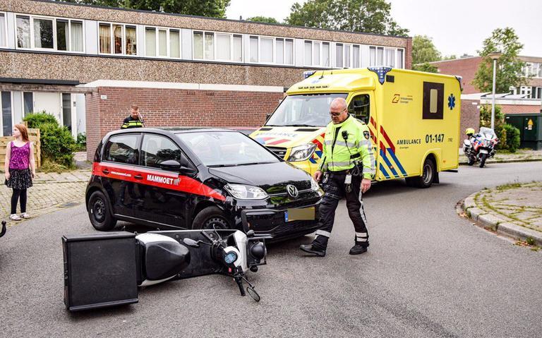 Scooterrijder raakt gewond bij aanrijding op de Meerpaal in Groningen.