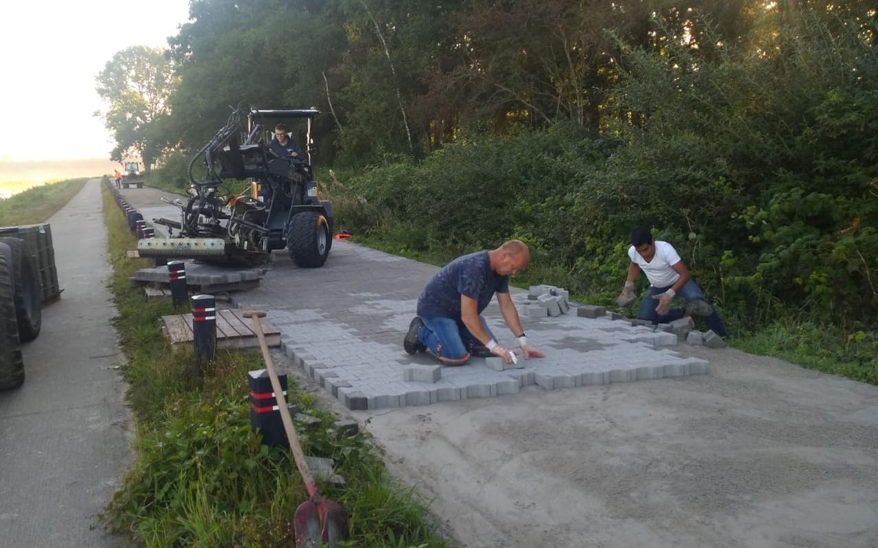 De weg bij Natuurpark Engelgaarde is voorzien van klinkers.