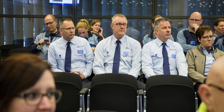Gevangenismedewerkers tijdens het debat . FOTO ANP/BART MAAT