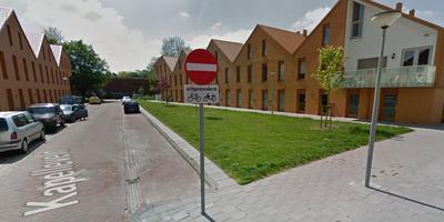 De groenstrook bij het Kapelleveld in Groningen, hier nog zonder de bewuste picknicktafel.