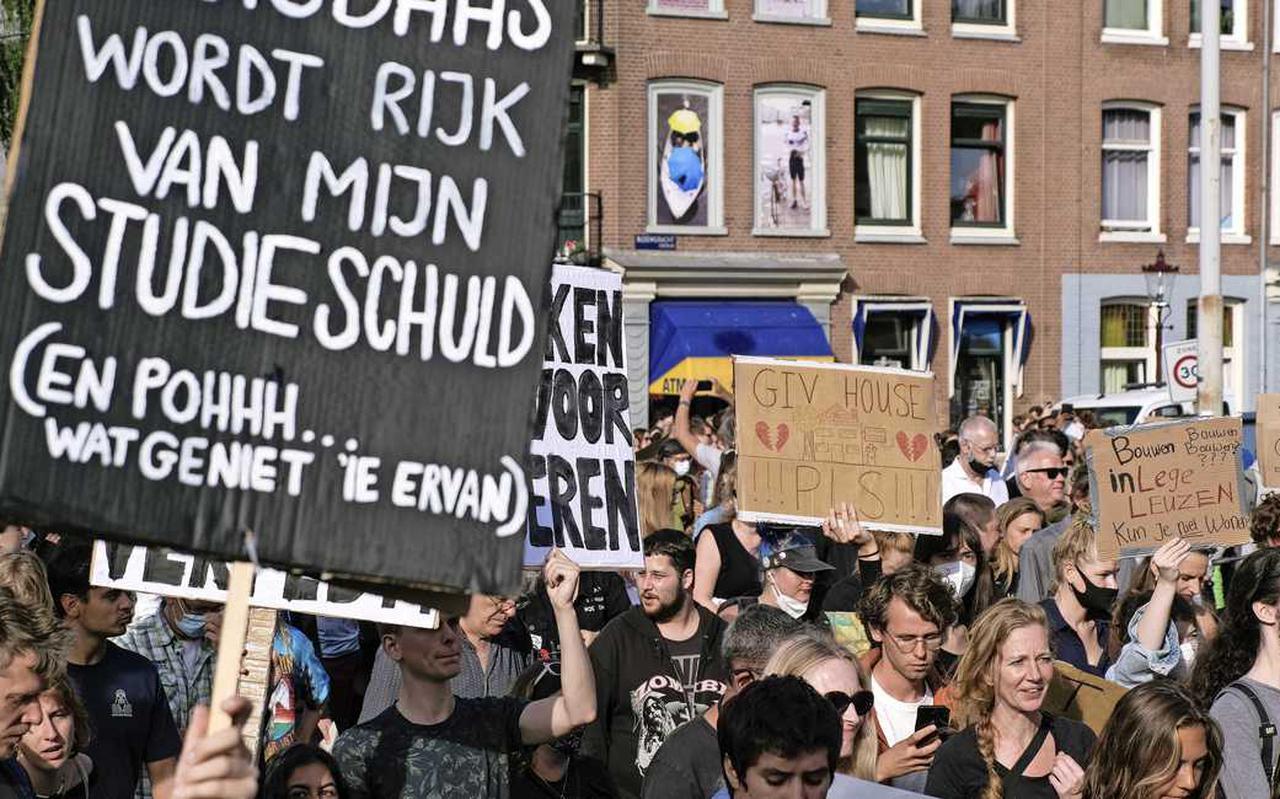 Jongeren protesteren tijdens het woonprotest ook tegen het feit dat zij door hun studieschuld geen huis meer kunnen kopen.