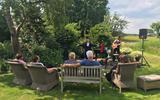 Rosa da Silva trekt in het zog van Marcel Hensema langs huis, tuin en keukens