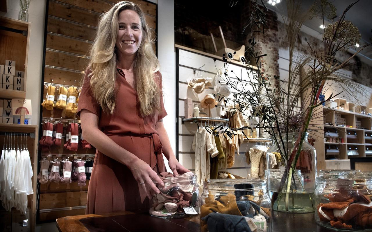 Hanneke Post in Wijsneus, de winkel waar ze jaren als klant kwam en die ze nu heeft overgenomen.