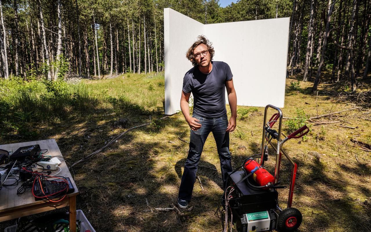 Het 'laboratorium' van geluidskunstenaar Bouke Groen, diep in het bos bij Formerum.