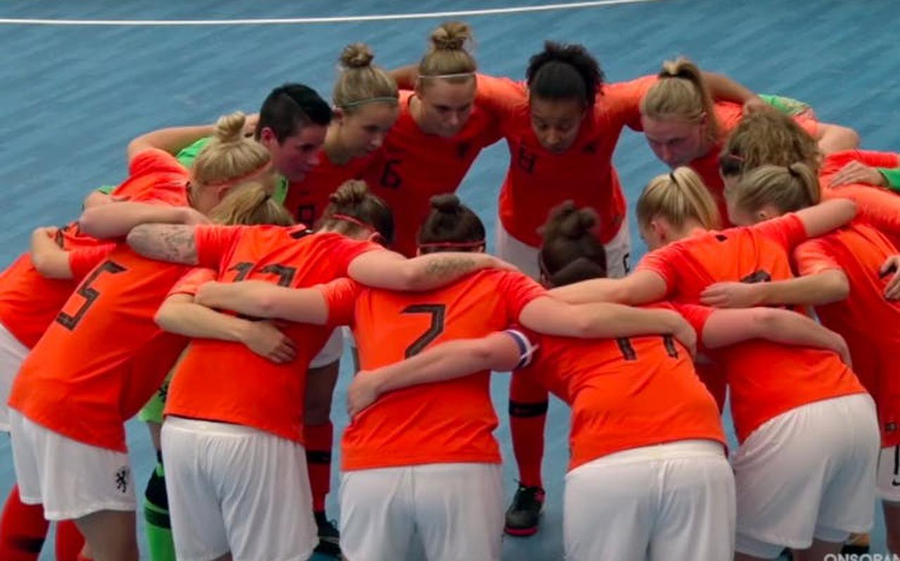 Het Nederlands team speelt met totaal zes Groningers en Friezen de EK-kwalificatiewedstrijden.