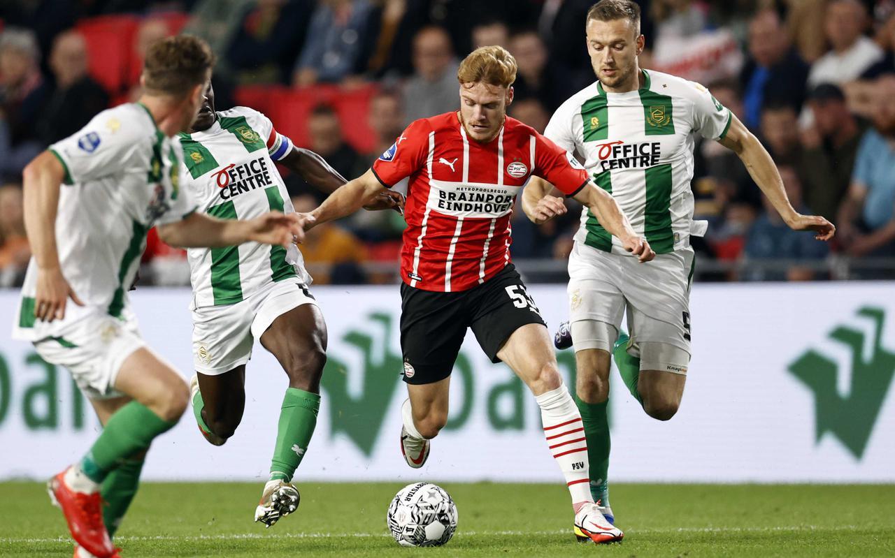 FC Groningen, hier met Azor Matusiwa, Wessel Dammers en Mike te Wierik, moest bij tijd en wijle alle zeilen bijzetten in Eindhoven.