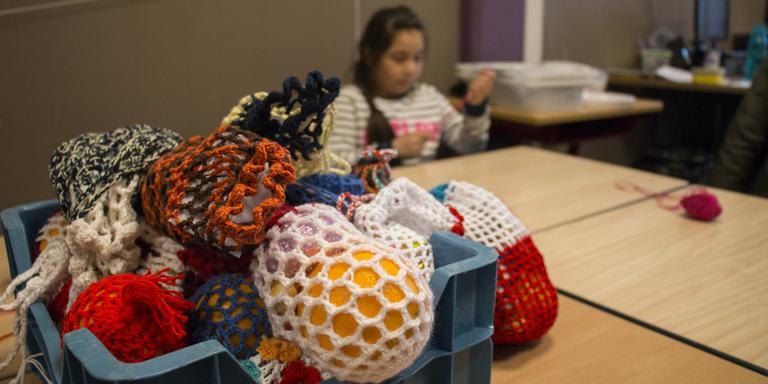Kinderen asielzoekerscentrum Oranje vieren Pasen