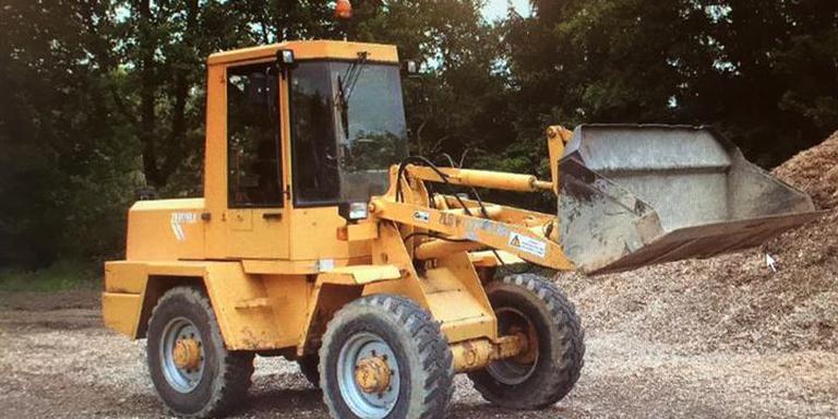 De gestolen shovel van Project Werkterrein. FOTO FACEBOOK / POLITIE EMMEN EN OMSTREKEN