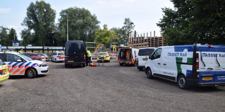 Het station in Haren na het ongeluk met de 20-jarige vrouw. Foto De Vries Media