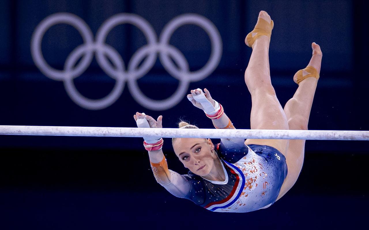 Sanne Wevers in actie op brug tijdens de kwalificaties tijdens het turnen op de afgelopen Olympische Spelen.