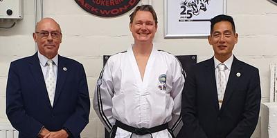 Martijn Lindeboom (midden) en de grootmeesters Frank Vanberghen en James Tjin A Ton.