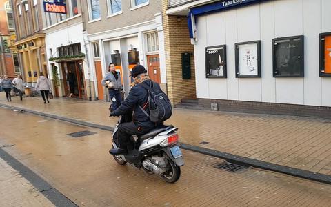 Video: Groningen worstelt met scooters: probleem of groot goed?