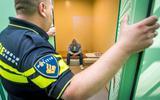 Alarm over corona in gevangenissen, uitgerekend op de dag dat cellencomplex in Groningen dicht moet. 'De regels van het RIVM worden overtreden'