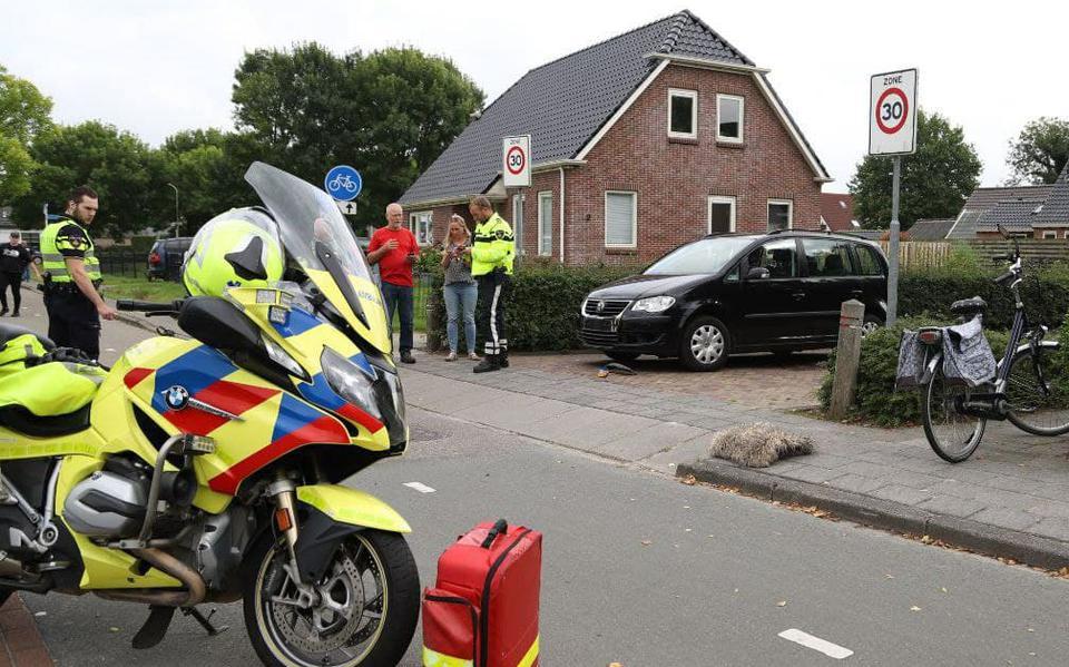 Fietser met spoed naar het ziekenhuis na botsing met wagen in Dongen.