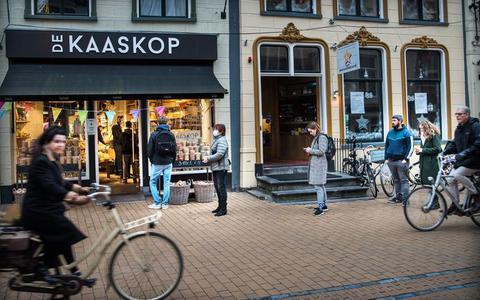 Rustig boodschappen doen voor kerst? Bij kaasboer De Kaaskop in Groningen wordt het een gekkenhuis: 'Als het nodig is, blijven we gewoon wat langer open'