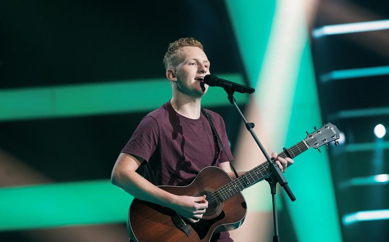 Lars Koehoorn uit Winschoten op het laatste nippertje door in de the Voice of Holland