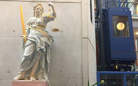 Vrouw uit Groningen veroordeeld voor slaan met glas in gezicht cafébezoeker