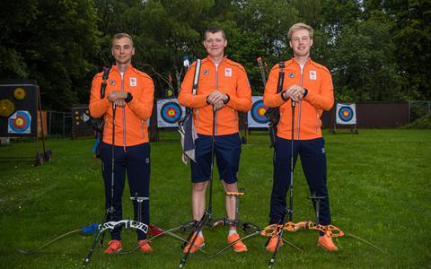 Handboogschutter Gijs Broeksma (21) uit Ruinen doet verrassend mee aan de Olympische Spelen. De Drent neemt in het team de plek in van de Brabantse routinier Rick van der Ven