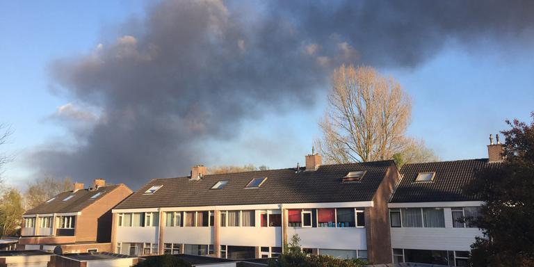 Rook trekt over Winschoten. FOTO DVHN