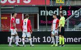 Emmen-verdediger Glenn Bijl kan haast niet geloven dat hij rood krijgt.