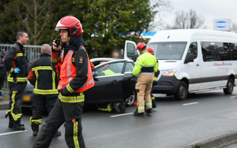 Automobiliste gewond bij kop-staartbotsing op Industrieweg in Hoogezand.