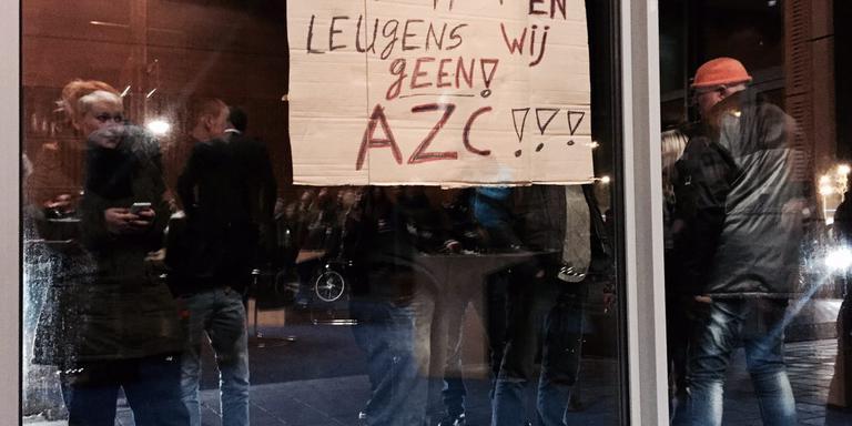 Bij het gemeentehuis in Meppel werd gedemonstreerd