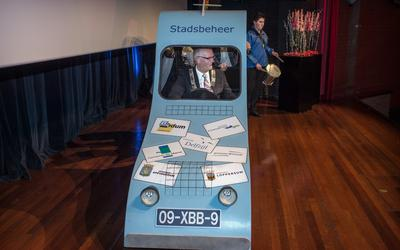 Tijdens de nieuwjaarsreceptie van Delfzijl in januari 2015 maakte de toenmalige burgemeester Emme Groot in een 'speelgoedauto' op het podium reclame voor de vorming van een supergemeente van 100.000 inwoners in Noord-Groningen. Die actie werd hem in de havenstad niet in dank afgenomen.