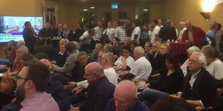 Demonstratie in de raadzaal van De Wolden. Foto DvhN